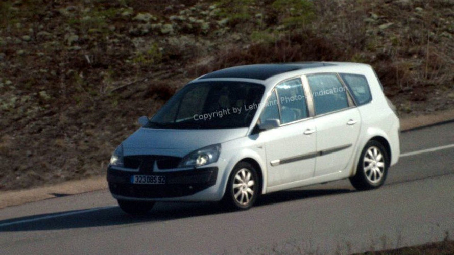 Renault Scenic Facelift Spy Photos