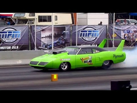 Plymouth Roadrunner Superbird dragster MASSIVE BURNOUT @ Dragracing Drachten 2011 [720p HD]