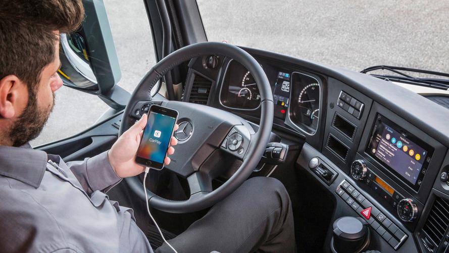 Daimler Apple CarPlay for trucks