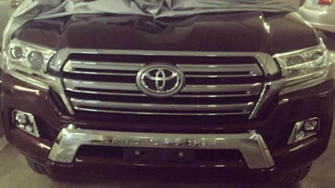 2016 Toyota Land Cruiser spy photo
