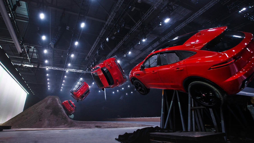 VIDÉO - Le Jaguar E-Pace part en vrille !