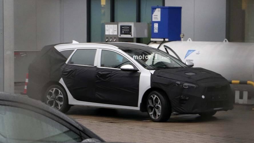 Yeni Kia Cee'd station wagon kamuflajlı olarak görüntülendi