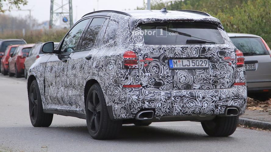 2018 BMW X3, M Sport Paketi ve büyük egzoz çıkışlarıyla görüntülendi