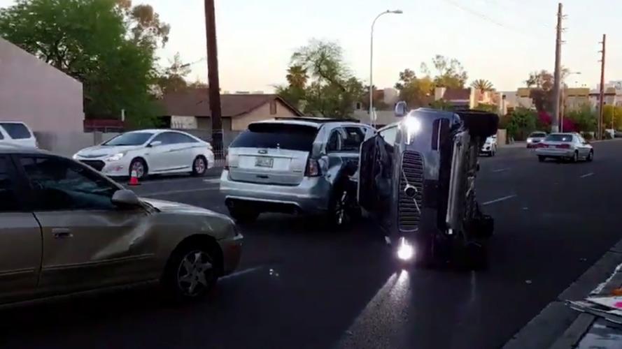 Uber'in otonom aracı kaza yaptı