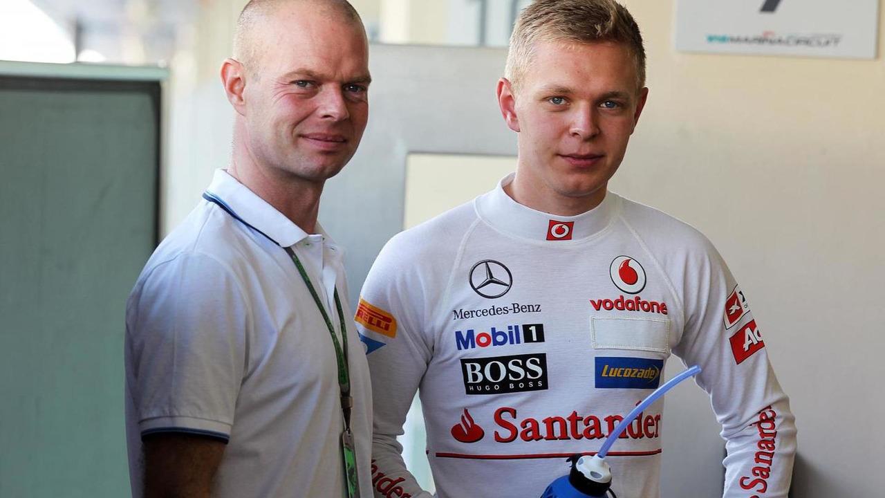 Jan Magnussen with his son Kevin McLaren Test Driver 06.11.2012 Formula 1 Young Drivers Test Yas Marina Circuit