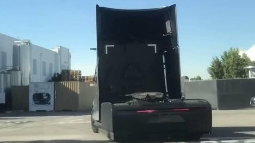 Tesla Semi'yi bir de gün ışığında görün