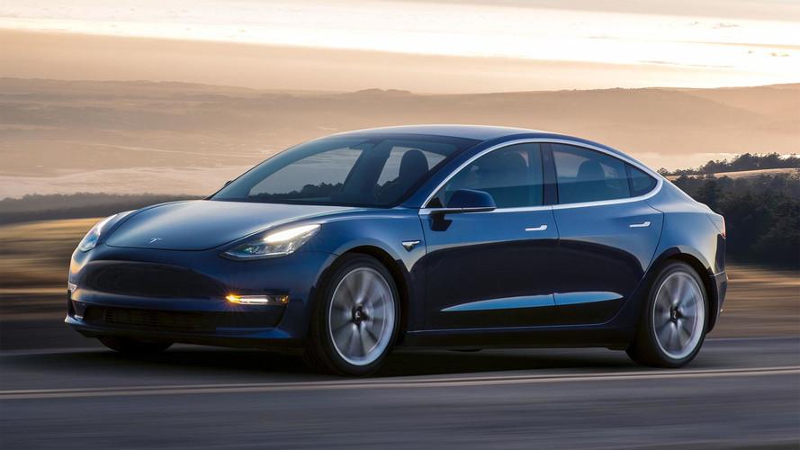 Musk, Tesla 3 üretimindeki gecikmenin kendi hatası olduğunu söyledi