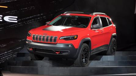 2019 Jeep Cherokee Gets A More Traditional Face, Roomier Interior