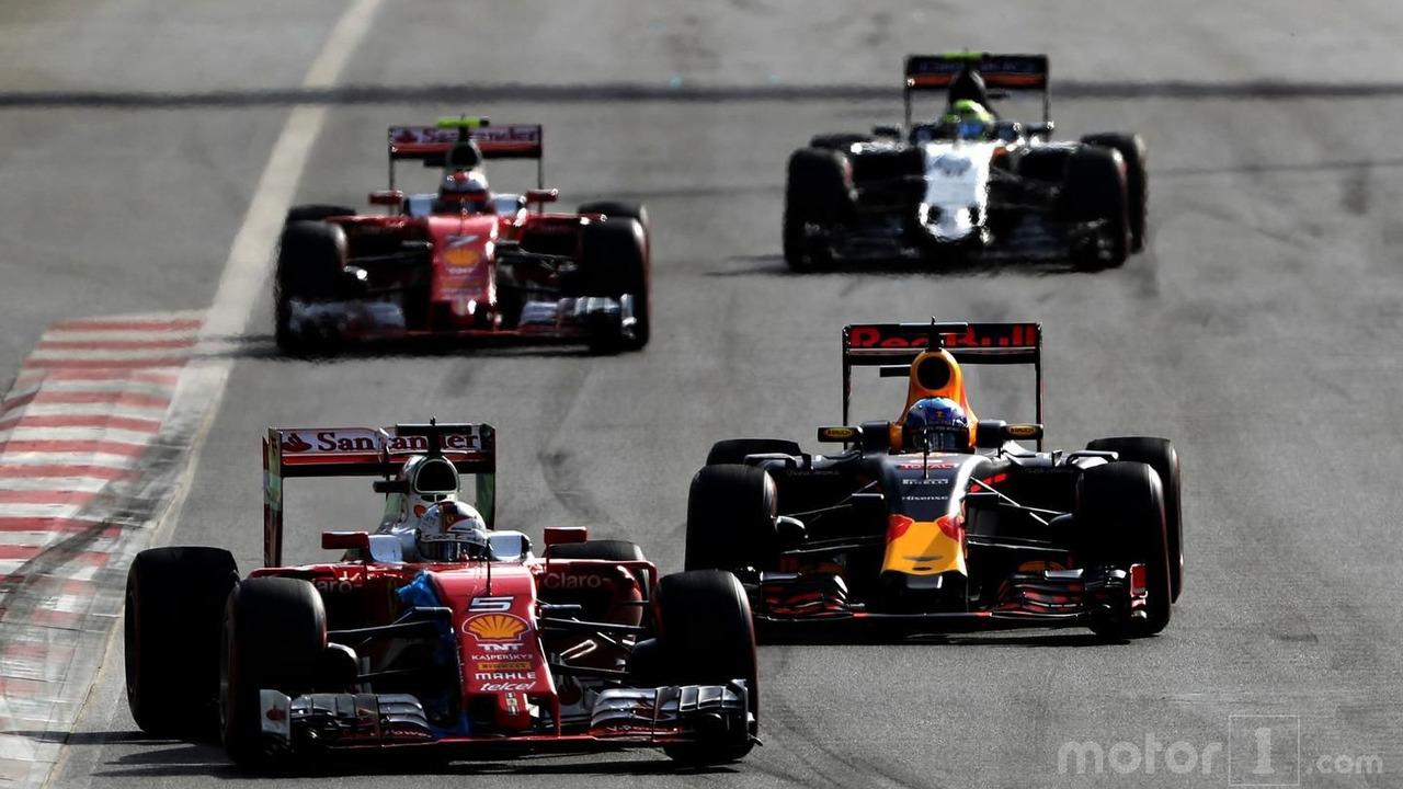 Sebastian Vettel, Ferrari SF16-H, leads Daniel Ricciardo, Red Bull Racing RB12