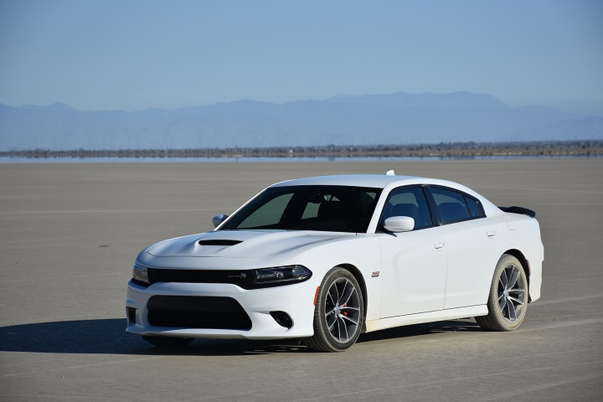 2017 Dodge Charger Rt White >> Dodge Charger Scat Pack vs El Mirage