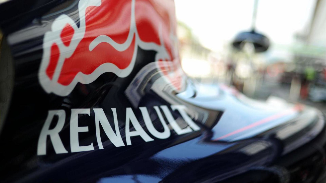 Renault logo on the Red Bull Racing RB10 engine cover / XPB