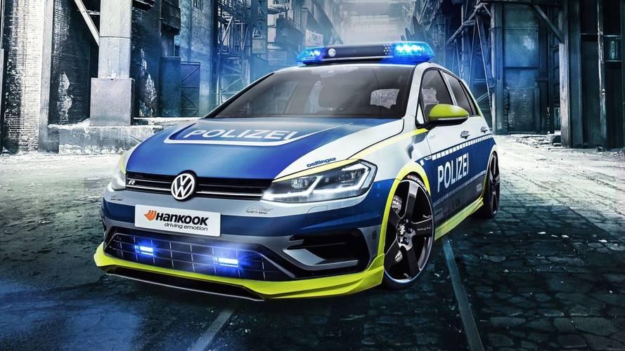 Rendőrjelmezbe bújt a biztonságos tuningolást hirdető VW Golf R400