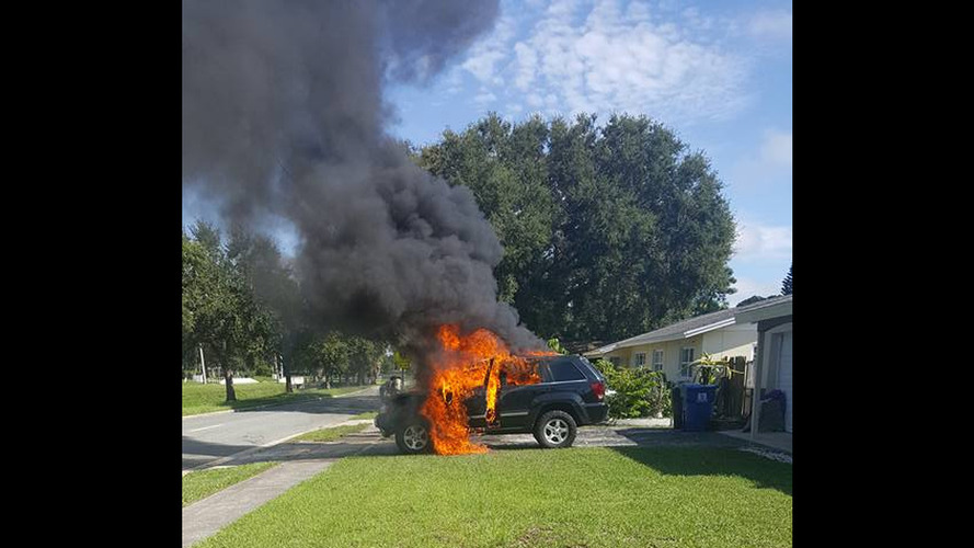 Jeep catches fire, Samsung Note 7 recall issue is blamed
