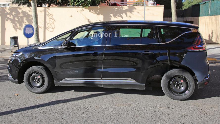 Renault Espace prototipi garip görünüyor