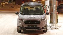 Ford Tourneo Courier casus fotoğrafları