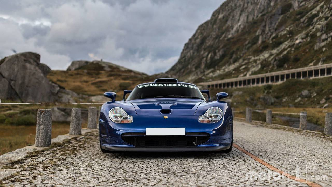 porsche 911 gt1 poses in the alps. Black Bedroom Furniture Sets. Home Design Ideas