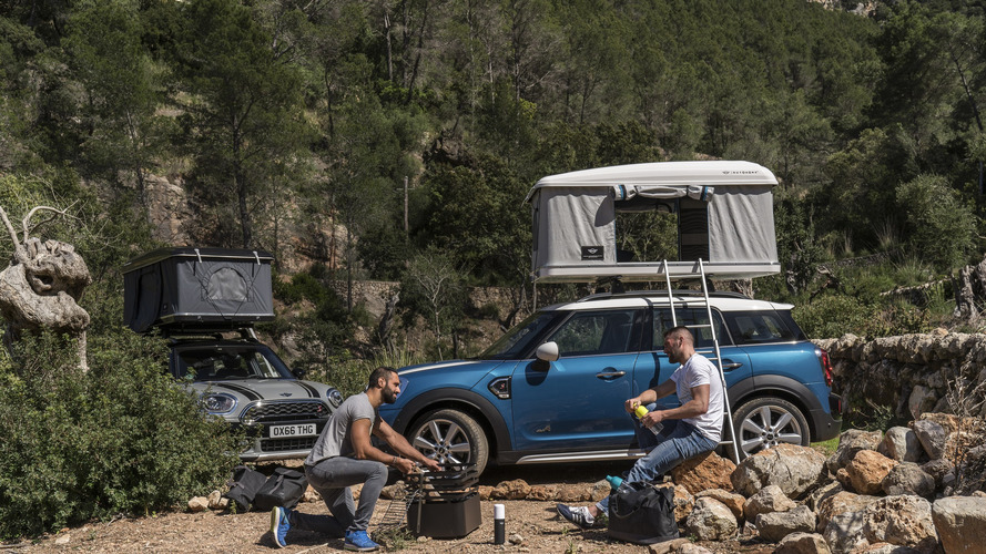 MINI Countryman rooftop tent pops up