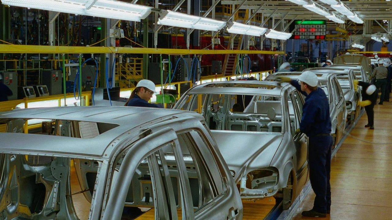 Mercedes benz to build mlc class suv at alabama plant report for Mercedes benz tuscaloosa alabama