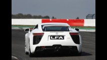 Lexus escolherá os compradores do esportivo LFA - Modelo tem motor V10 de 552cv