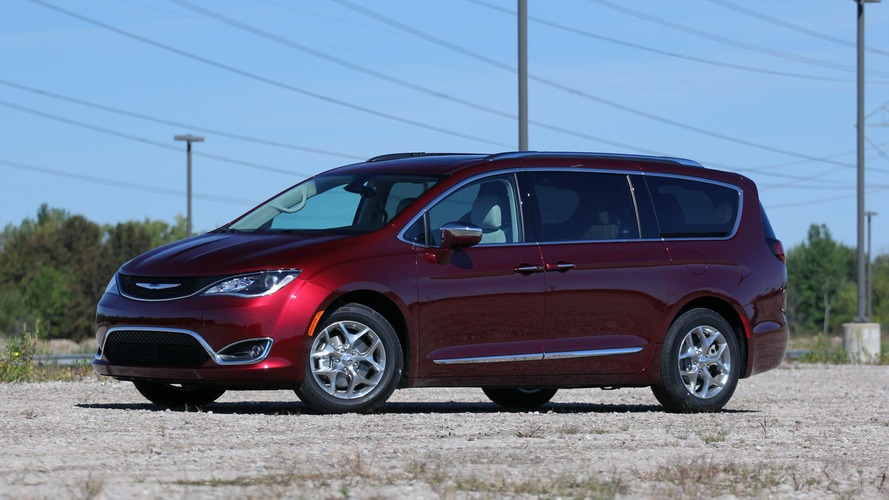 Chrysler Pacifica Gets New Base Model, $2,800 Price Cut