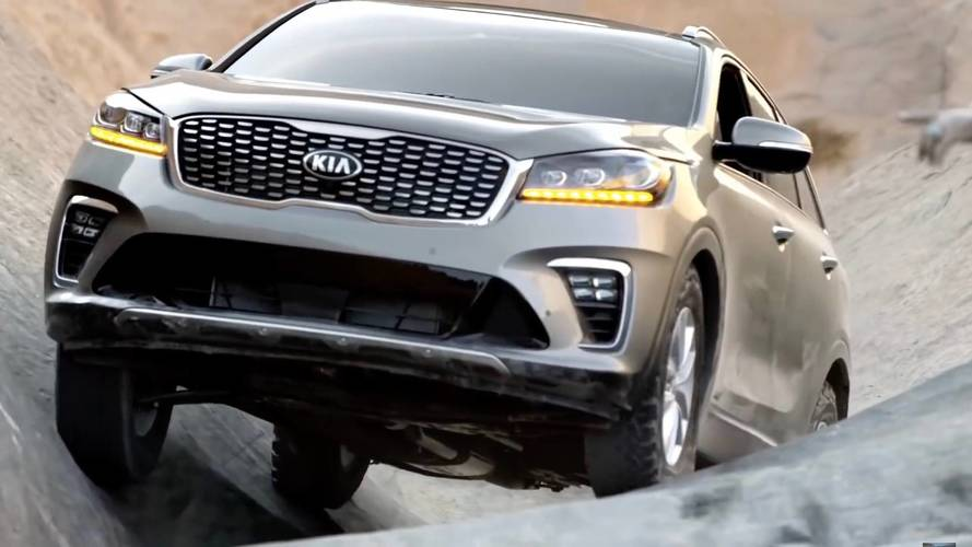 Kia Sorento Thinks It's A Jeep, Watch It Tackle Hell's Gate