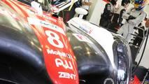Fernando Alonso conduce el Toyota LMP1 del WEC en el circuito de Bahrein