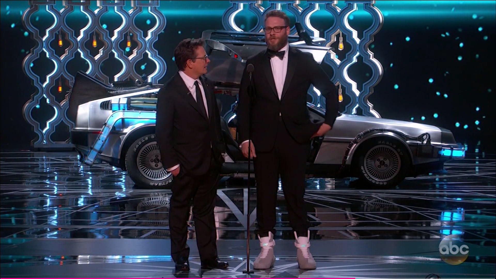 Delorean For Sale >> Back to the Future DeLorean appears on stage at Oscars