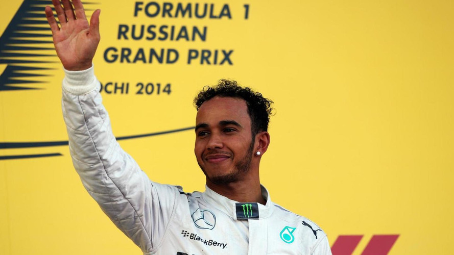 Bling makes Hamilton 'a bit different' - Lauda