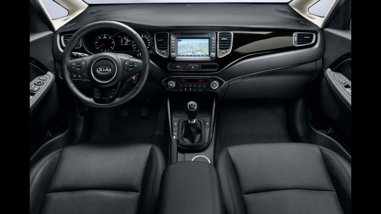 Kia divulga primeiras imagens e detalhes oficiais da nova geração da minivan Carens