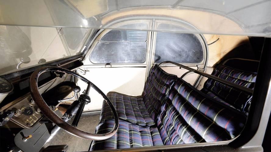 Citroën 2CV auctioned by Osenat