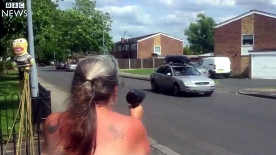 Una abuela atemoriza a los conductores con su secador-radar