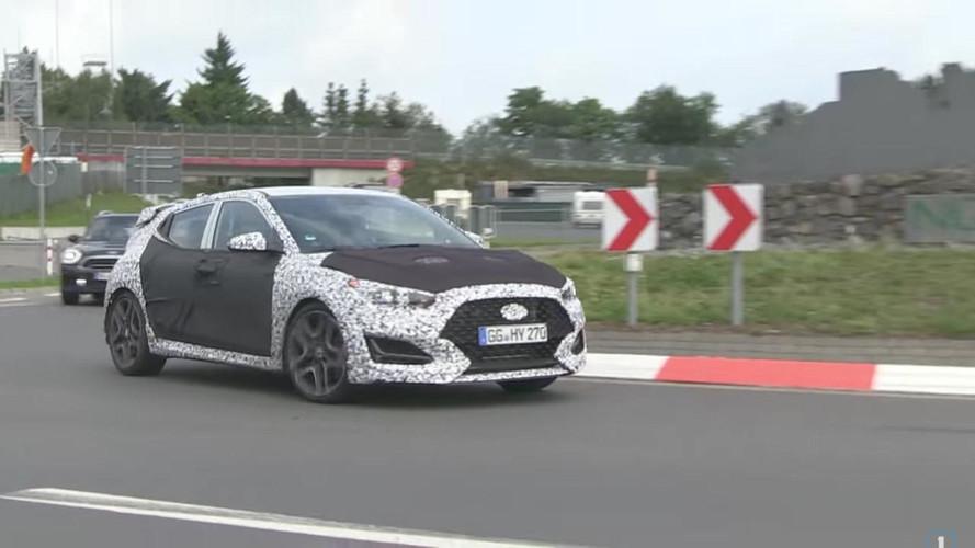İki Hyundai Veloster Nürburgring'de oyun oynuyor