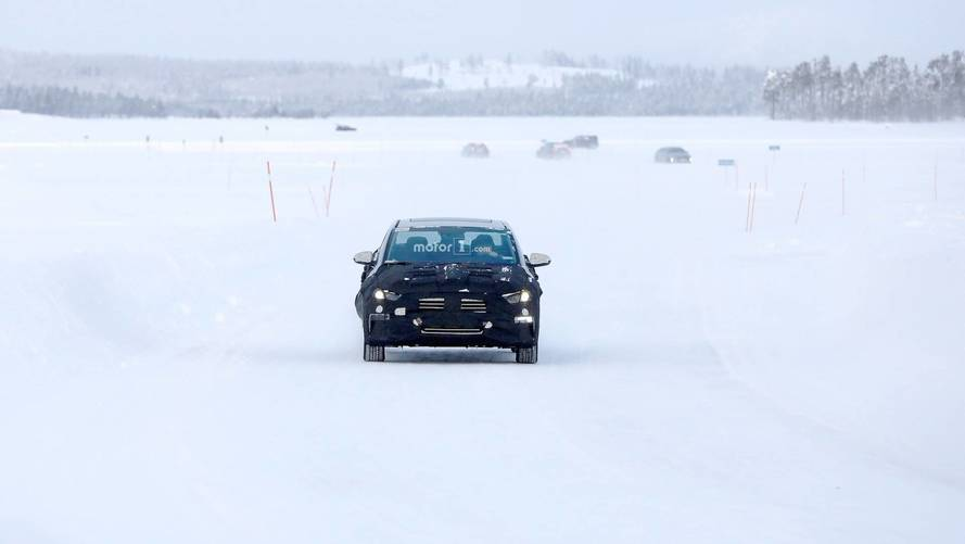Hyundai Elantra EV casus fotoğraflar