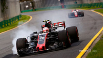 Kevin Magnussen, Haas F1 Team VF-17, locks a brake