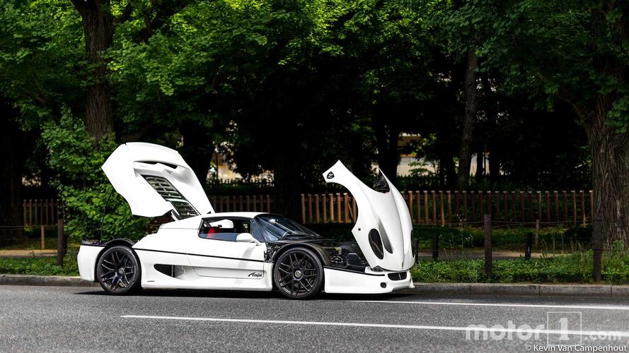 PHOTOS - Une Ferrari F50 blanche dans les rues de Tokyo