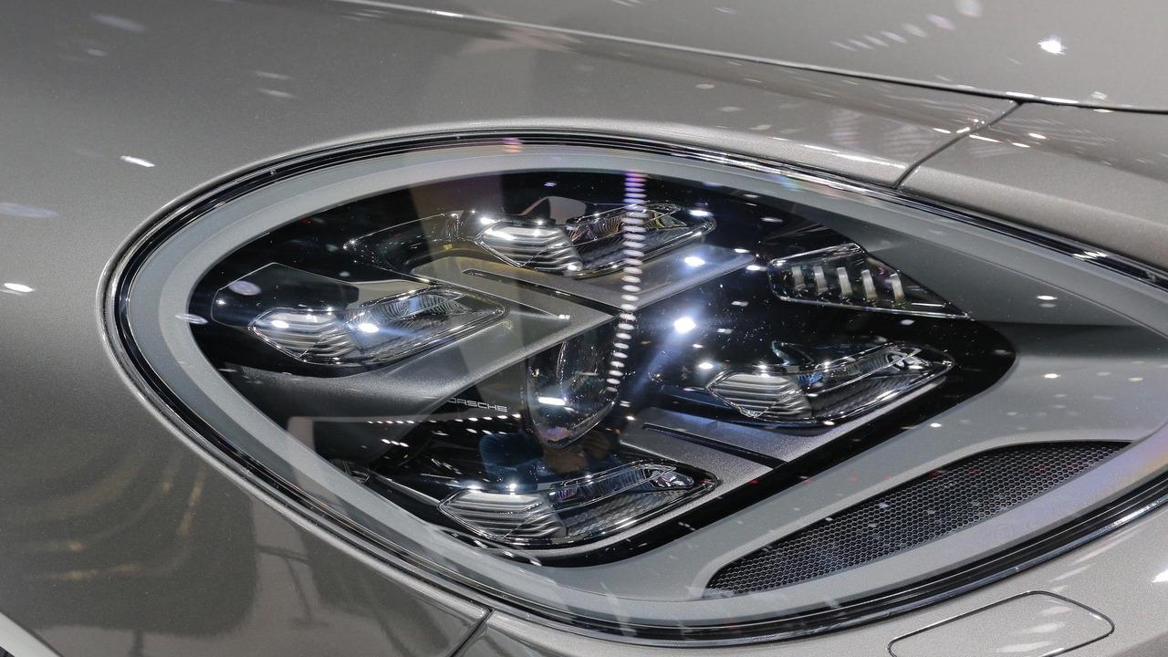 Porsche Panamera E Hybrid Lease >> 2018 Panamera Sport Turismo is the long-roof Porsche of our dreams