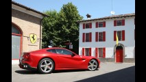 Ferrari F12berlinetta tem novas fotos oficiais divulgadas