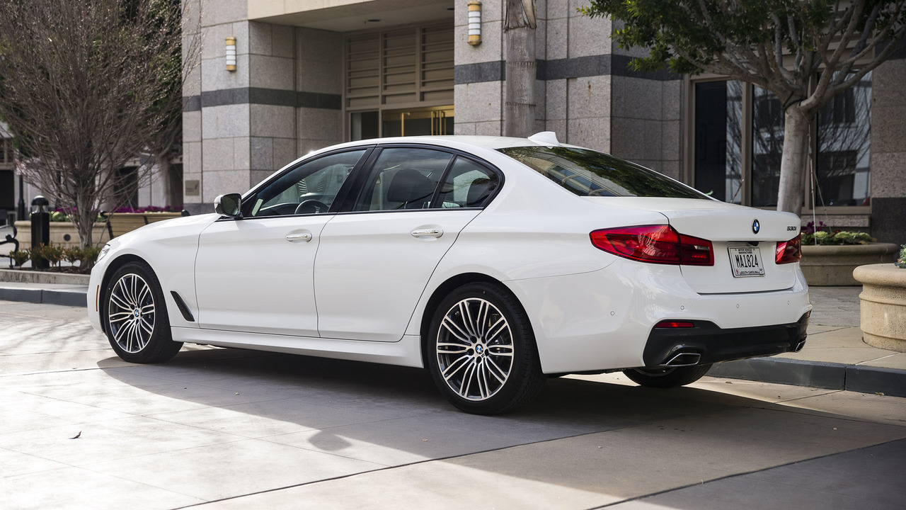 2017 bmw 5 series first drive a supercomputer for the serious driver. Black Bedroom Furniture Sets. Home Design Ideas