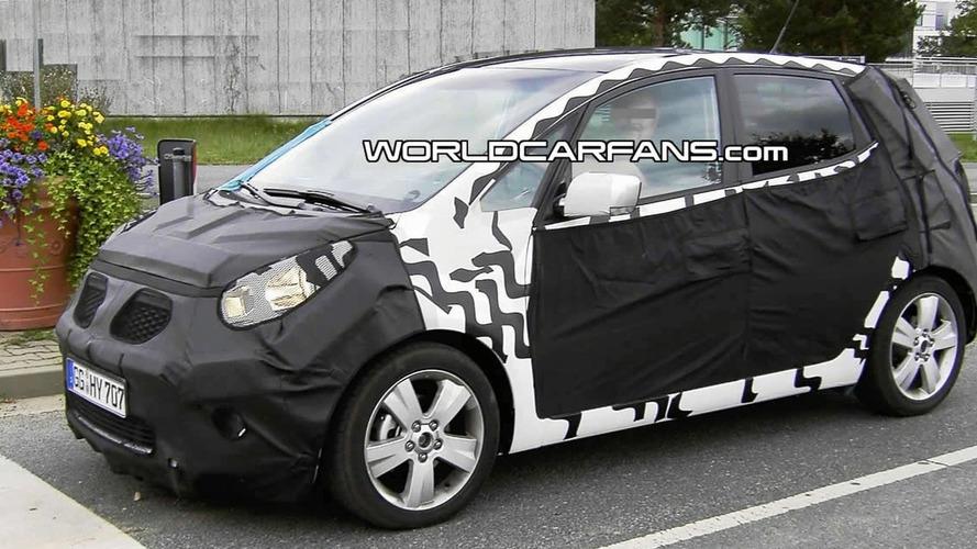 2010 Kia Cee'd Plus MPV Spied Inside & Out