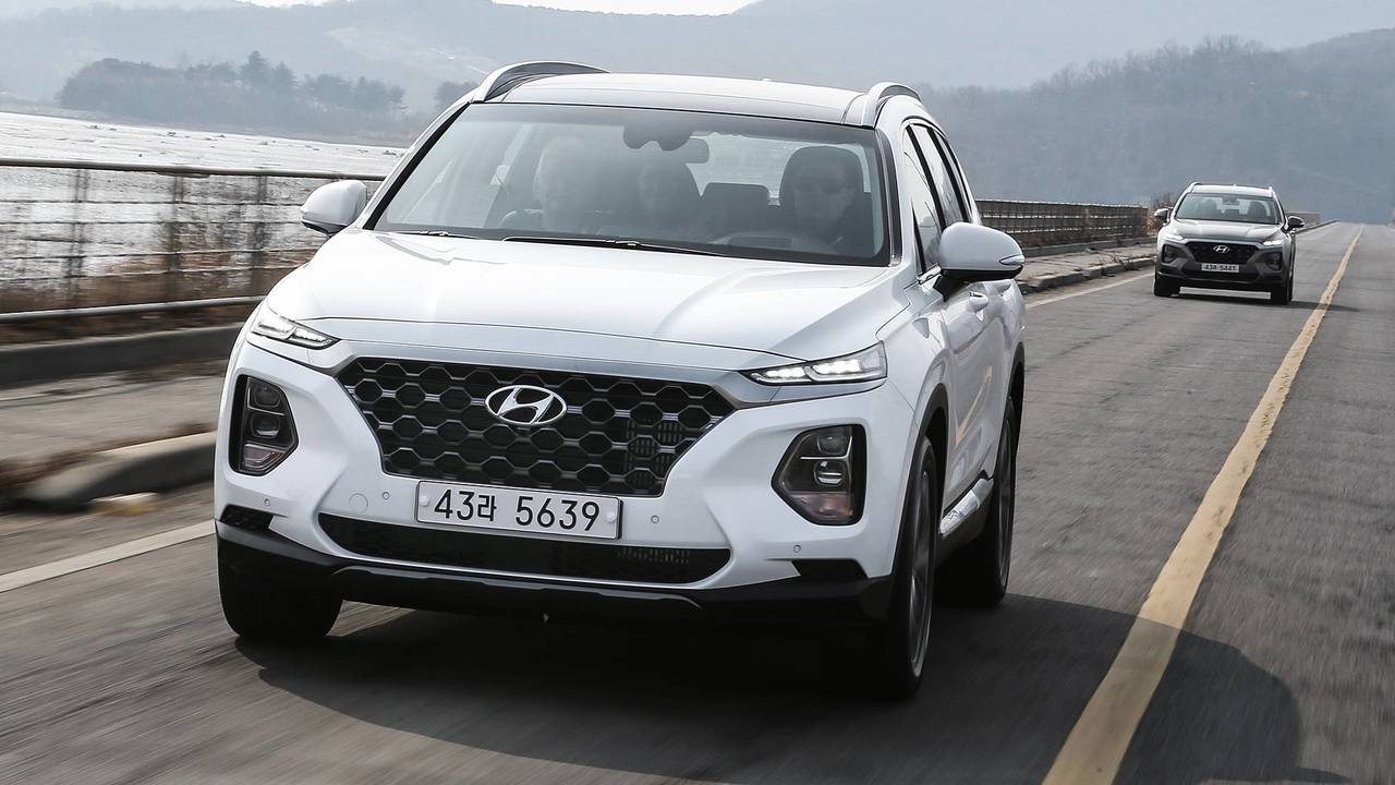 2019 hyundai santa fe first drive reshaped resized. Black Bedroom Furniture Sets. Home Design Ideas