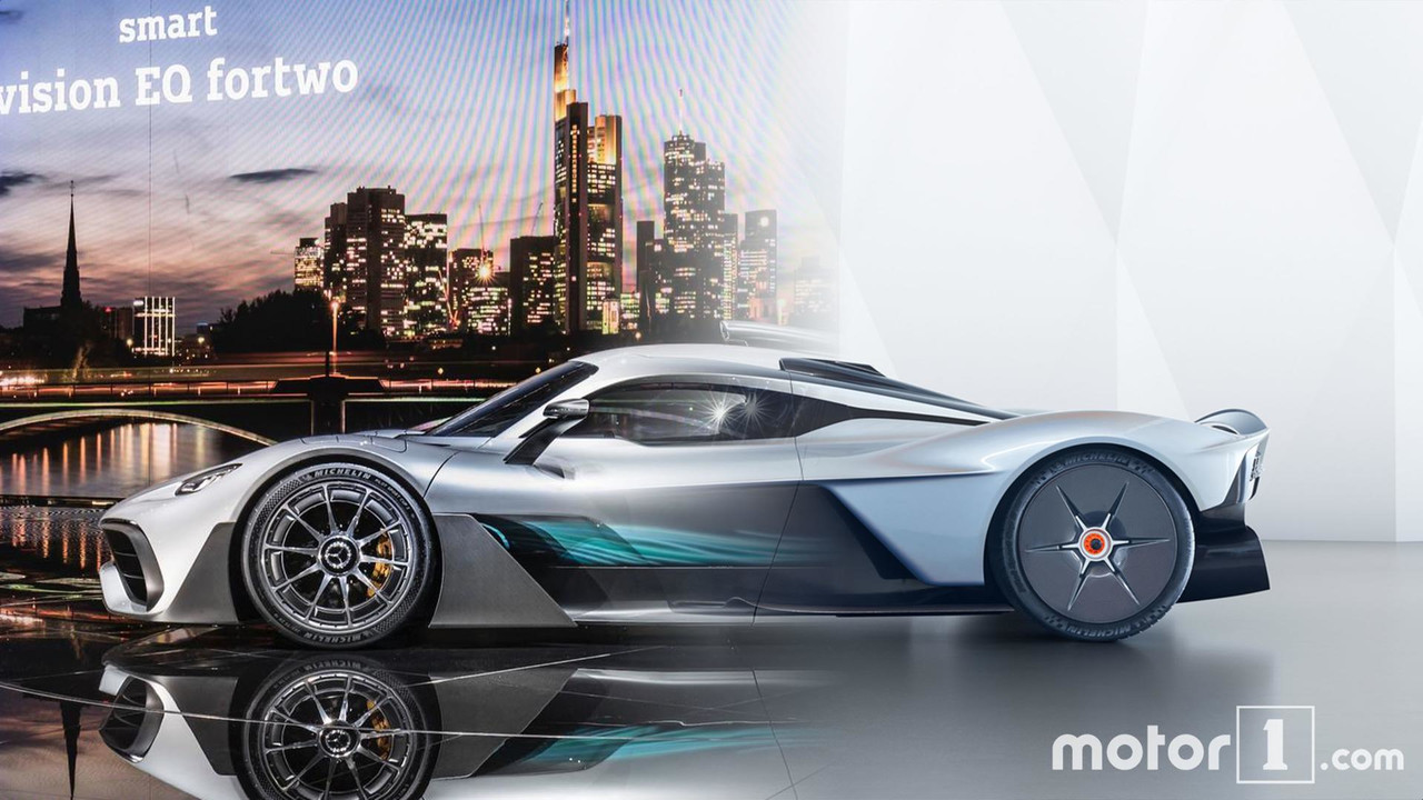 Mercedes-AMG Project One vs Aston Martin Valkyrie