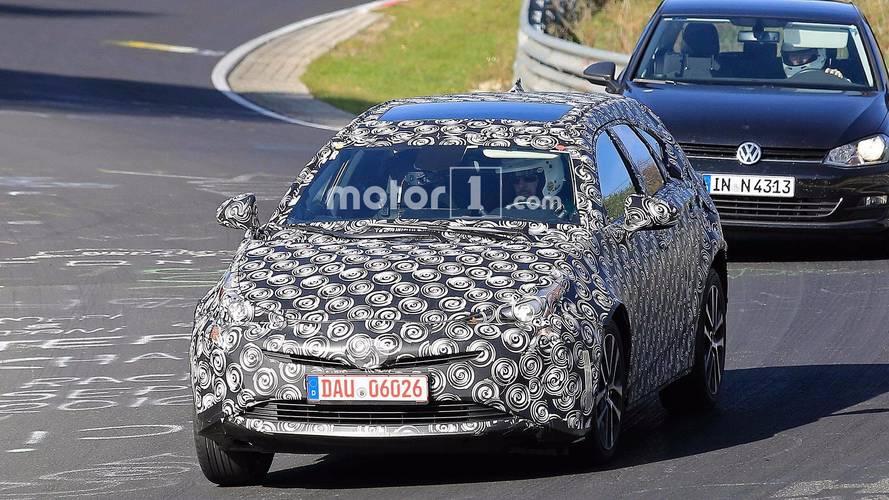 Next-Gen Toyota Prius+ spy photos