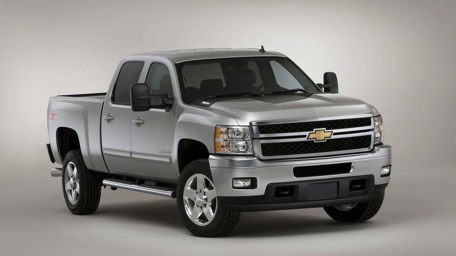2011 Chevrolet Silverado Heavy-Duty Facelift Debuts in Chicago
