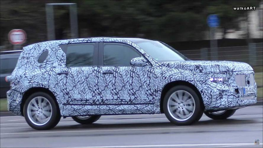 Boxy mercedes benz glb class suv spied on the move for Mercedes benz boxy suv