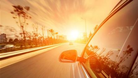 Come difendersi dalla luce del sole in auto