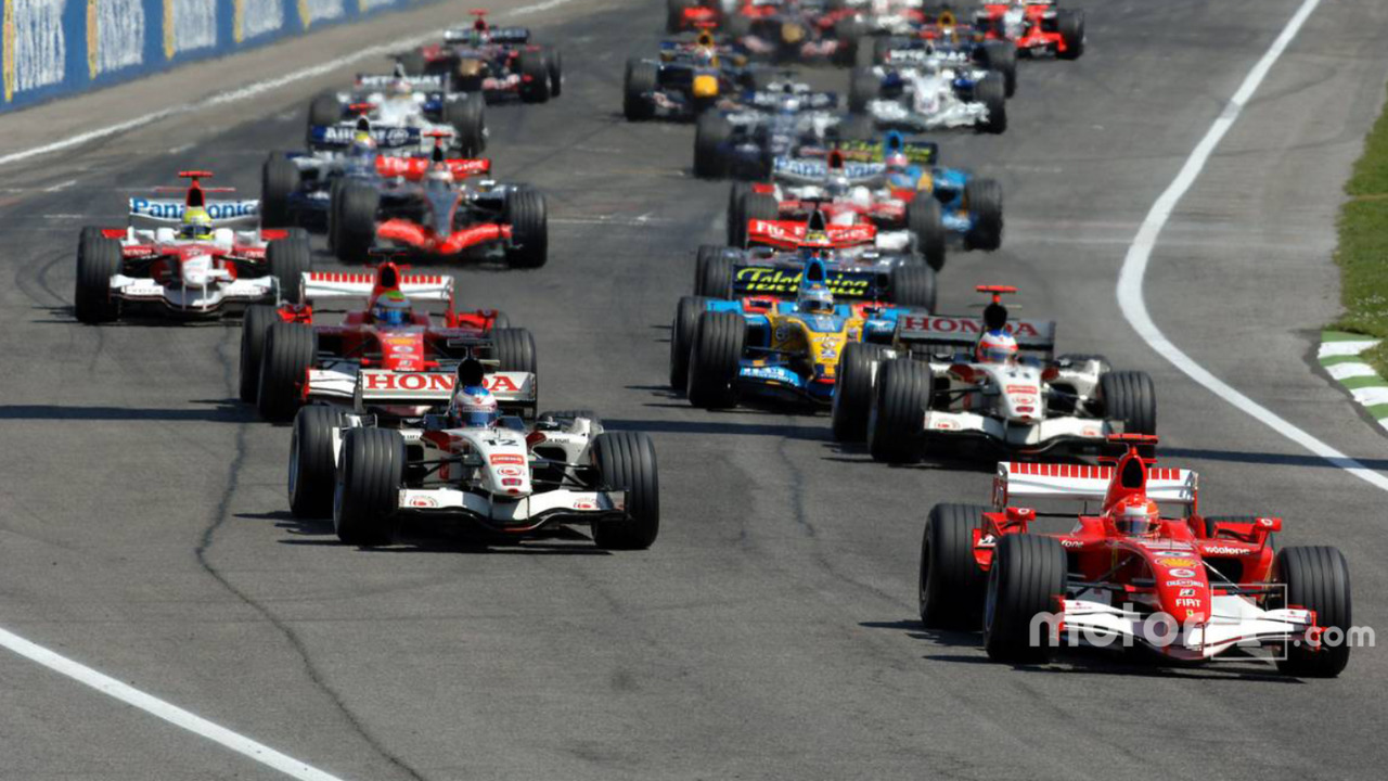 Start- Michael Schumacher takes the lead