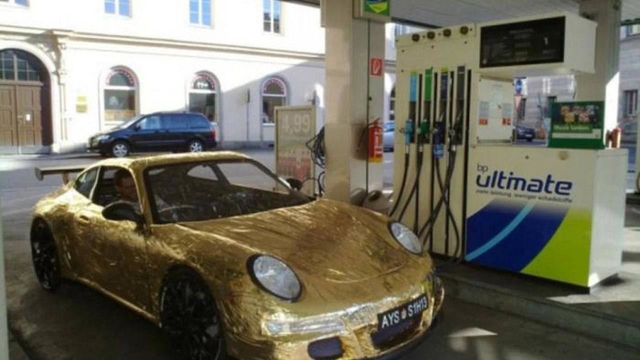 Gold Porsche 911 GT3 RS made of cardboard