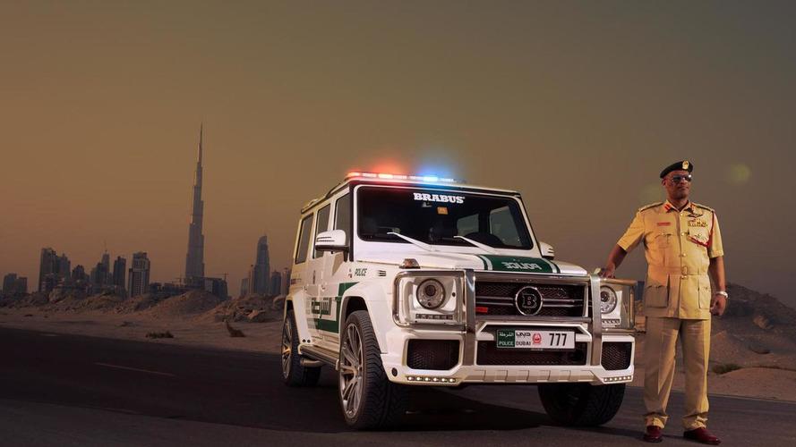 Dubai polisleri, 300 km/s yapan genç sokak yarışçılarının peşinde