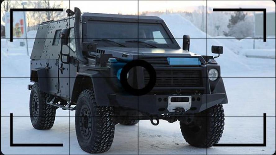 """Mercedes Classe G, la nuova è nascosta in un veicolo """"tattico"""""""