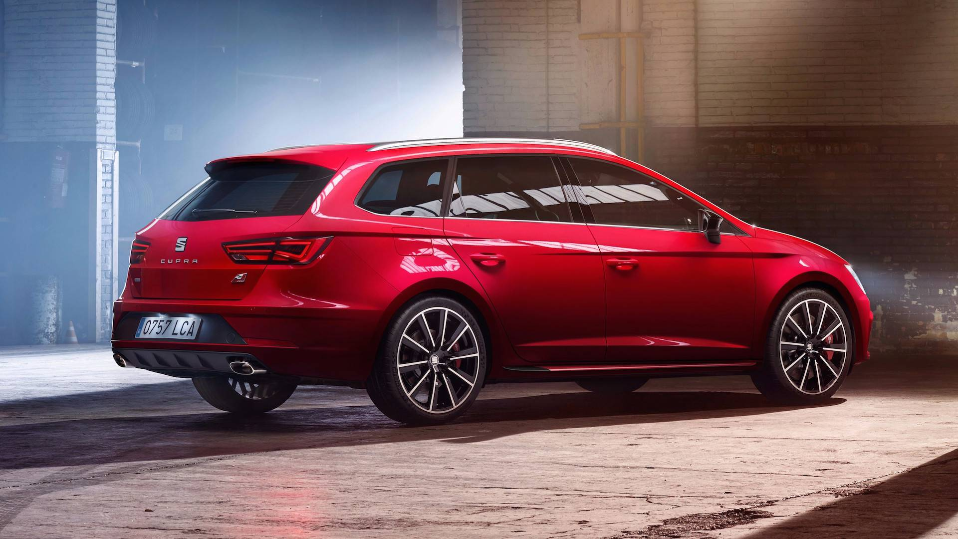 310 hp seat leon cupra r unveiled seat 39 s. Black Bedroom Furniture Sets. Home Design Ideas